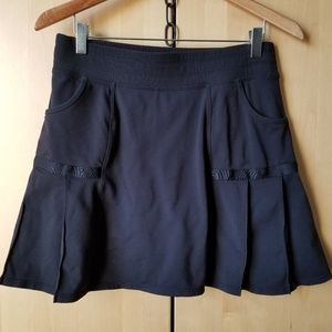 Athleta. Feminine Black SKORT w/ Pleats & Pockets.